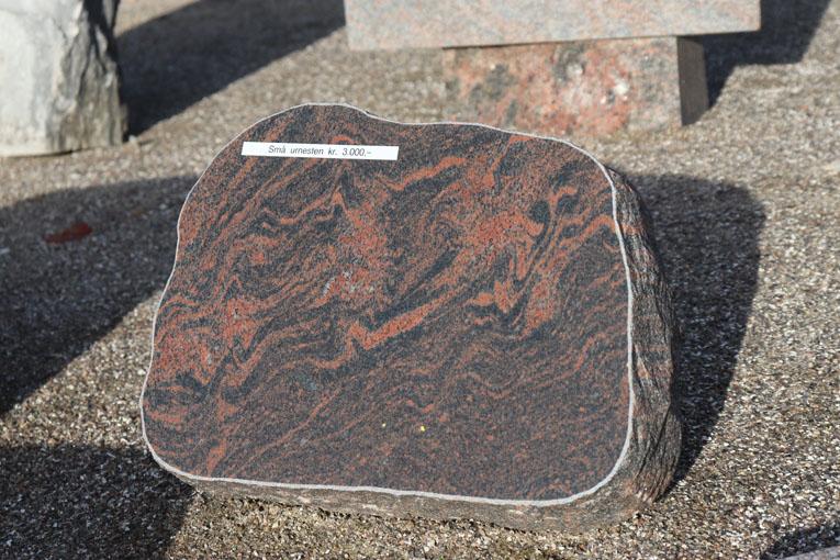 Himmerland Gravsten og Granit, urnesten halmstad poleret